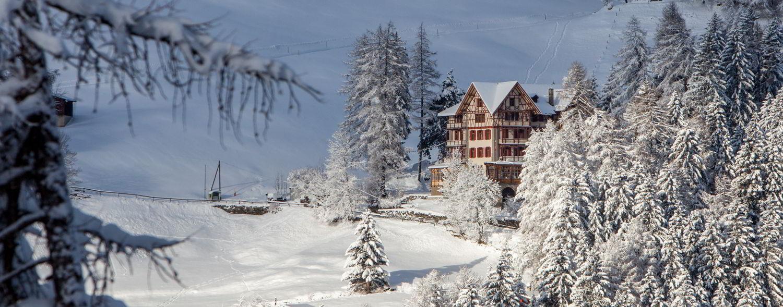 Ganden Chökhor vom Tal aus im Winter
